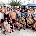 Antônio em viagem ao nordeste do Brasil com um dos grupos de idosos com quem atua. (Foto: Arquivo pessoal)