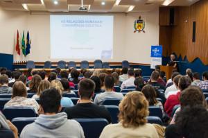 Aproximadamente 150 pessoas assistiram a palestra. Foto: Henrique Almeida/Agecom/DGC/UFSC